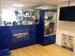 foto oficina neotronics chile